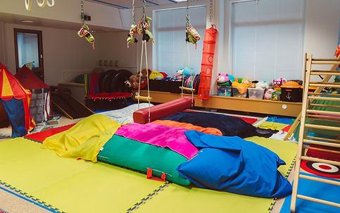 lasten toimintaterapiatila huone