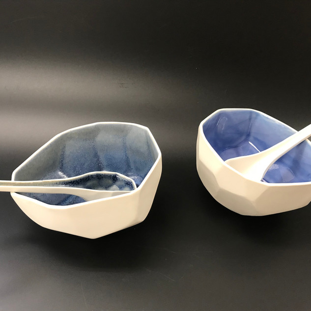 Facet bowl / spoon Serving bowl and spoons, porcelain