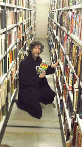 neil gaiman at the SFF collection.jpg