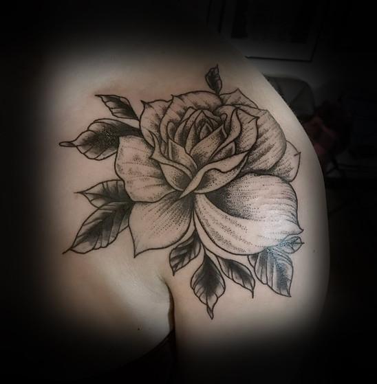 Rose on the shoulder for Lauren 17'