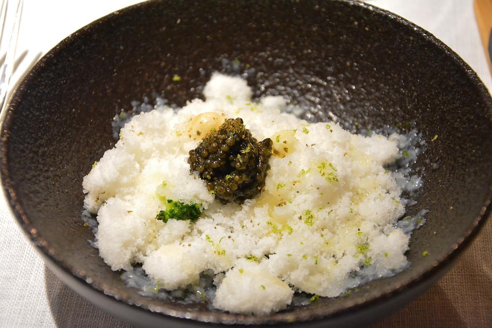 Caviar, neige de choux fleur.