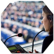A interpretação simultânea ou de conferência, é a modalidade de tradução na qual um intérprete, por meio de equipamentos específicos para esse fim, transmite num outro idioma o que está a ser dito naquele evento. Os espectadores, com fones de ouvido e receptores, ouve o que está a ser dito na sua língua de preferência sem que haja interrupções no discurso do orador. A escolha dos intérpretes é uma questão muito importante para o sucesso do seu evento.