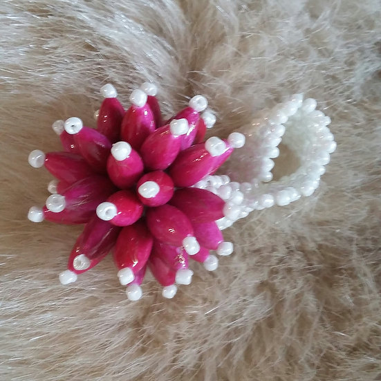 Statement beaded flower ring (Magenta/White)