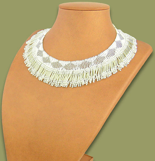 Beaded Thandi collar necklace (Silver/White)