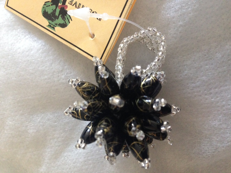Statement beaded flower ring (Silver/Black)