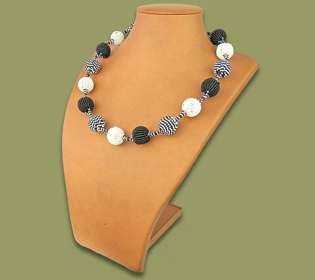 Beaded Bobble necklace (Black/White)