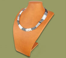 Beaded Mvovo necklace (Black/White)