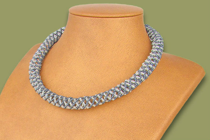 Beaded Imbobo necklace (Silver/Metallic)