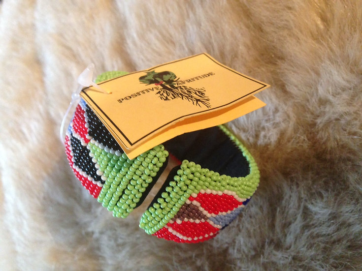 Beaded bangle (Green/Red with diamonds)