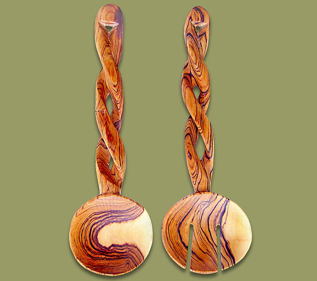 Salad servers with twisted handle