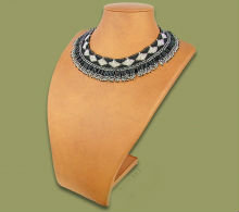 Beaded Thandi collar necklace (Black/Silver)