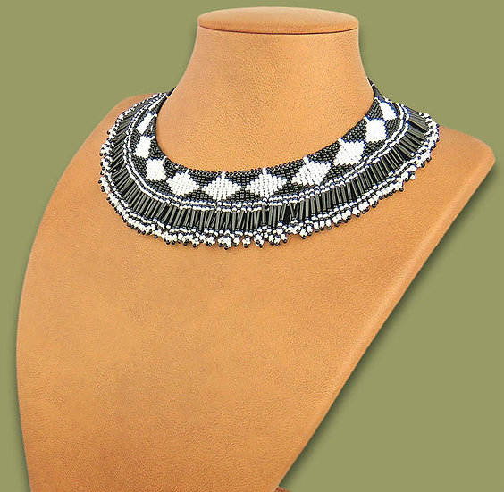 Beaded Thandi collar necklace (Black/White)