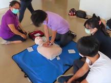 50歲男子水塔施工突倒地命危 同伴CPR+AED救回一命