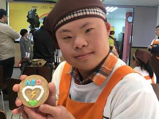 悠遊卡公司捐贈AED 給唐氏症庇護工廠
