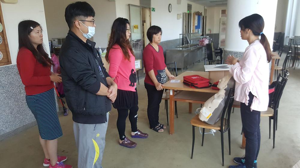 豐珠國中小學擺放師生用餐的餐廳裡