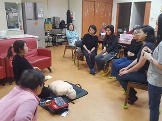 感謝建設公司的總經理吳重慶捐贈AED給基隆市