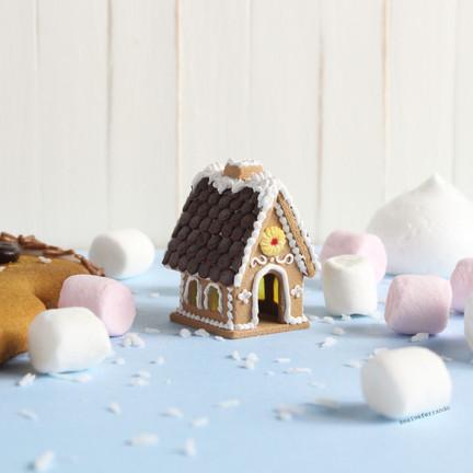Mini Gingerbread House Tutorial
