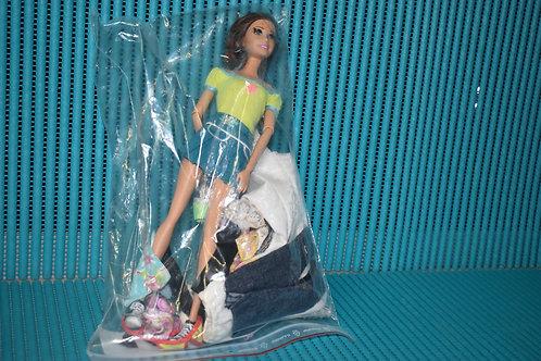 Lot barbie + vêtements