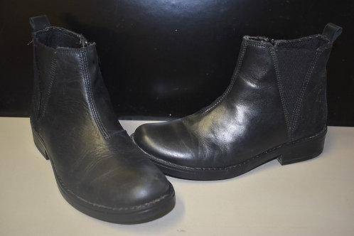 La halle Boots noires  taille 34