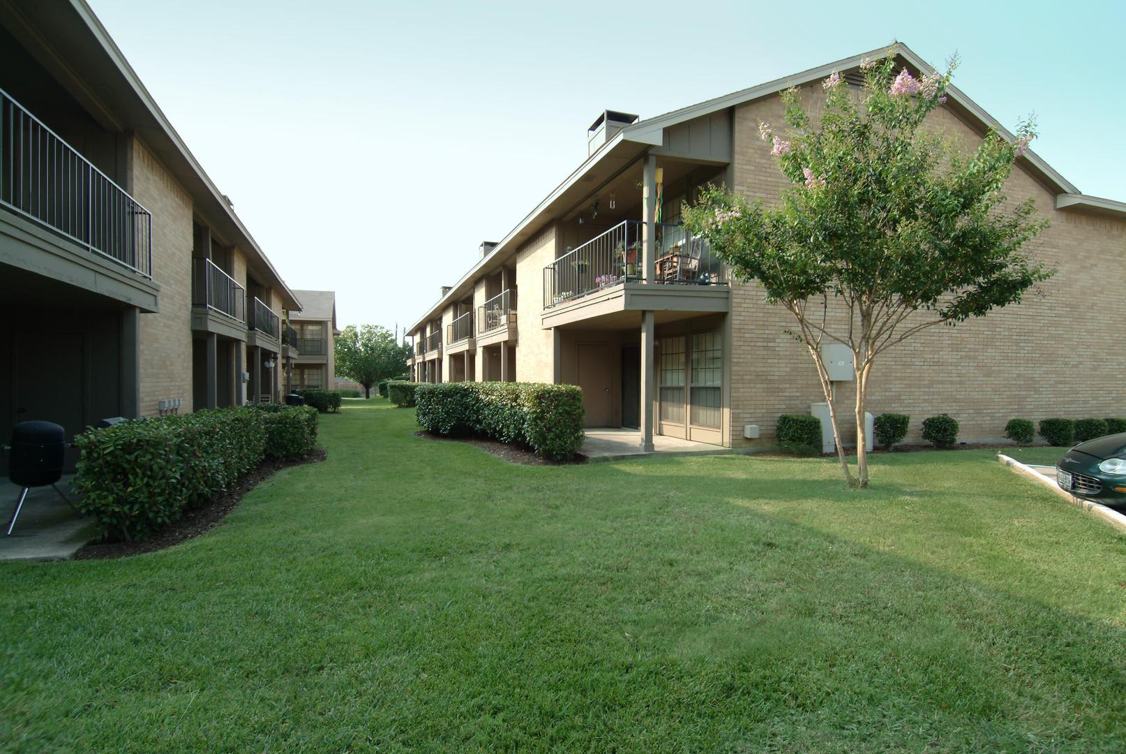 Country Club Condos Courtyard.JPG