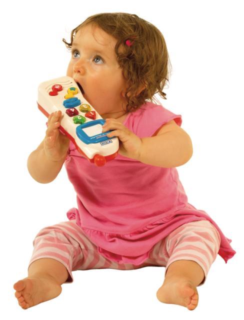C a(23)_toddler_girl_holding_phone_jpg