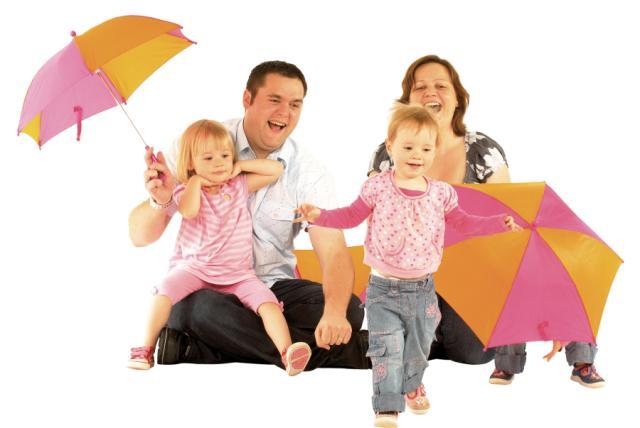 F a(13)_twins_mum_dad_umbrella_jpg