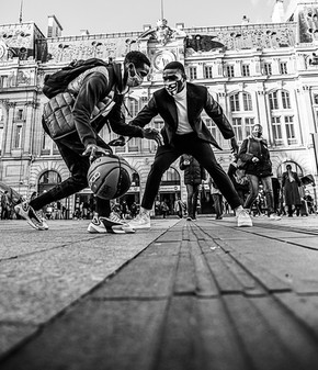 One on One street basketball St. Lazare