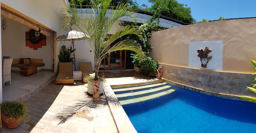 Courtyard & private pool