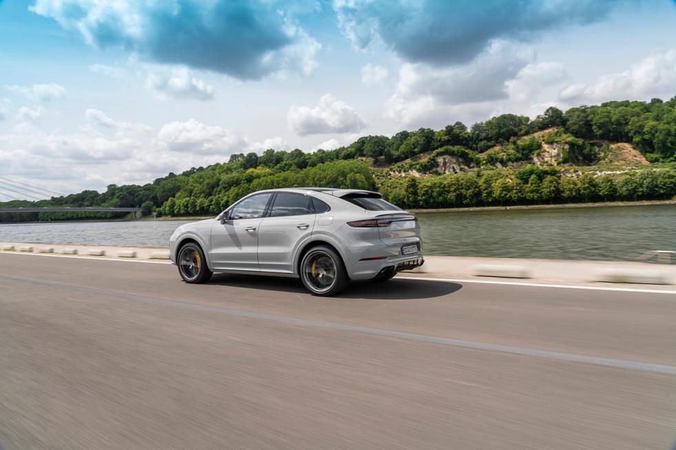 porsche-cayenne-turbo-s-e-hybrid-coupe-13.jpg