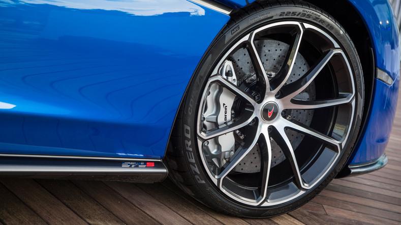 McLaren_570S_Spider_04.jpg