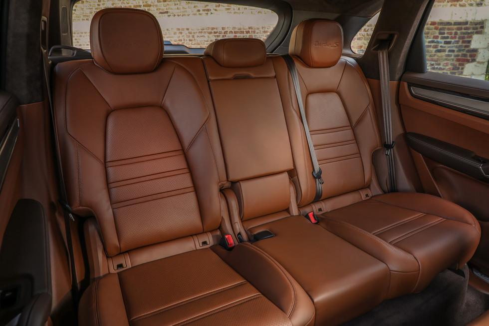 porsche-cayenne-turbo-s-e-hybrid-coupe-26.jpg