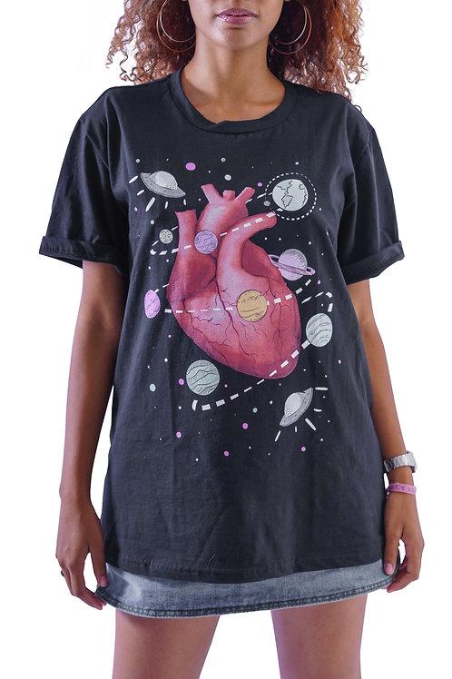 Camiseta Algodão Oversized Coração Planetário
