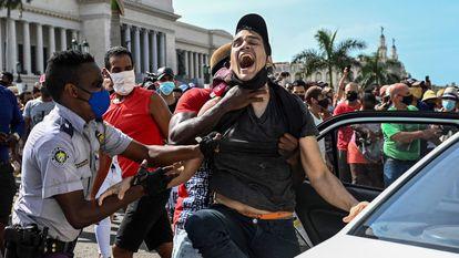 SEGREDO DE CUBA ESTÁ NO SISTEMA TOTALITÁRIO