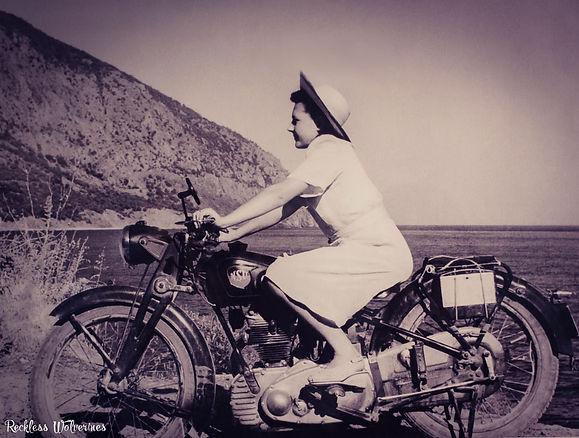 Девушка на мотоцикле NSU