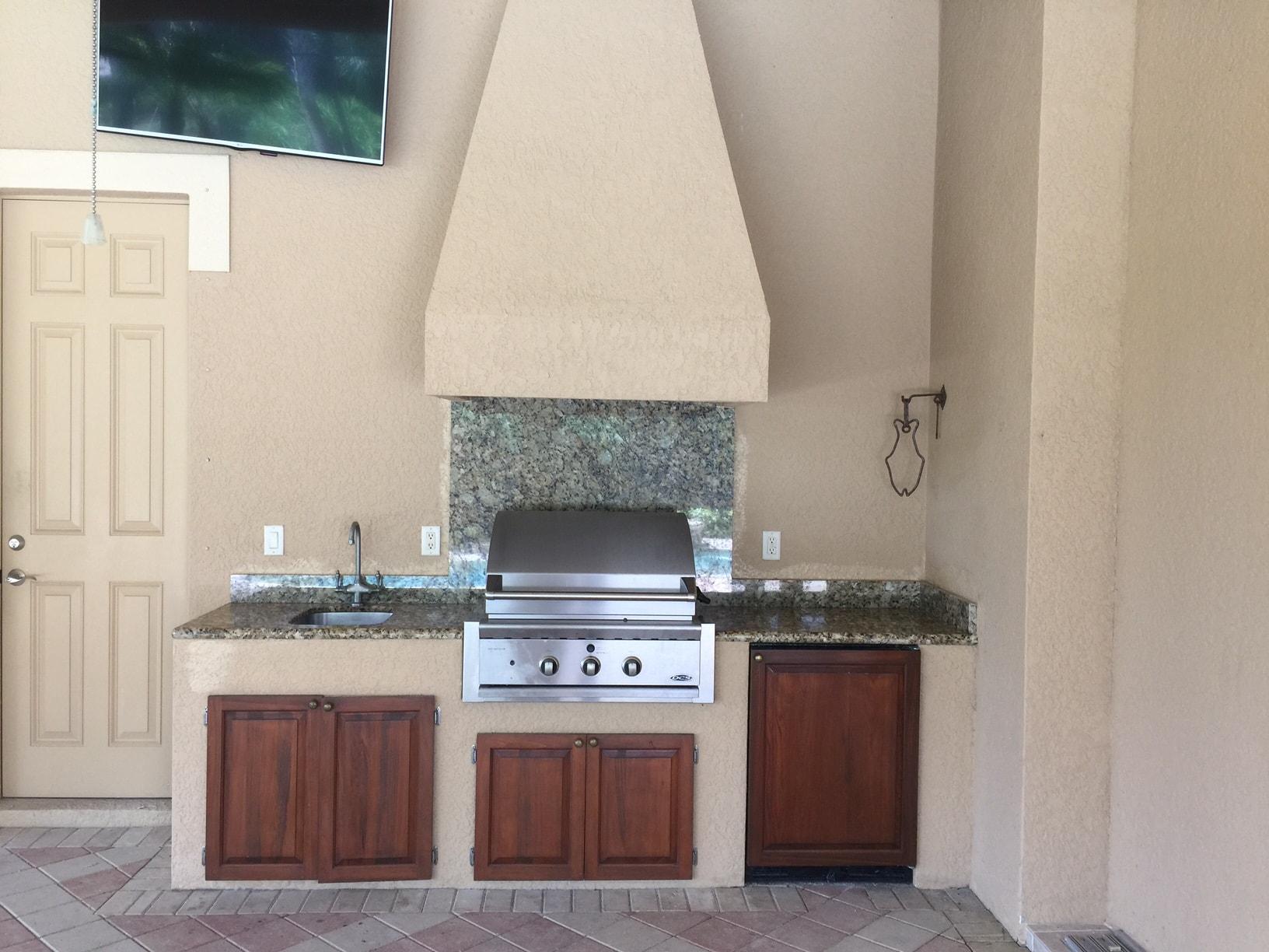 Van-Der-off-white stucco outdoor kitchen