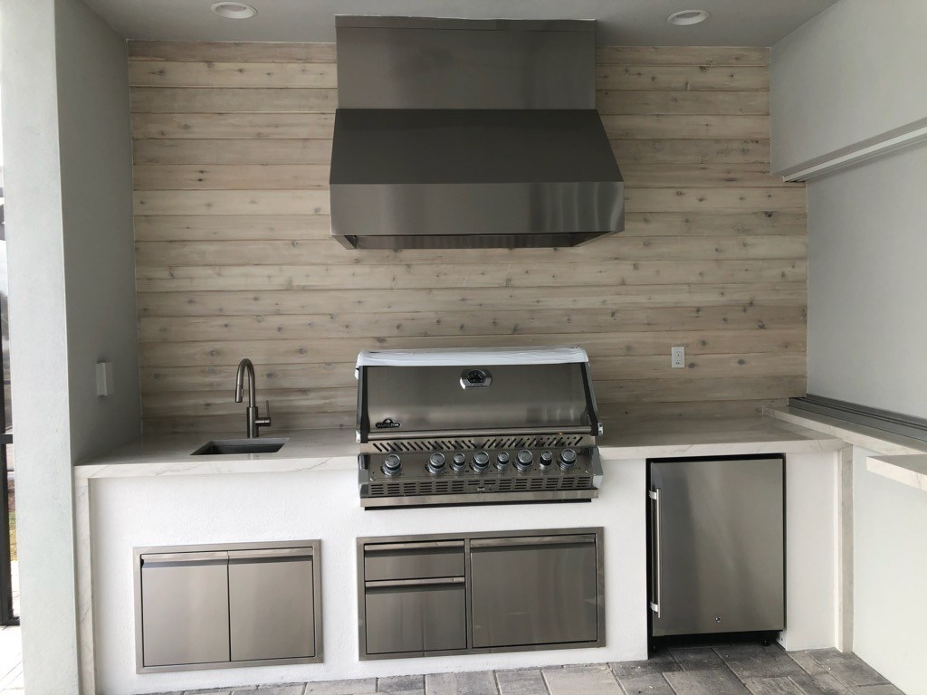 white stucco outdoor kitchen