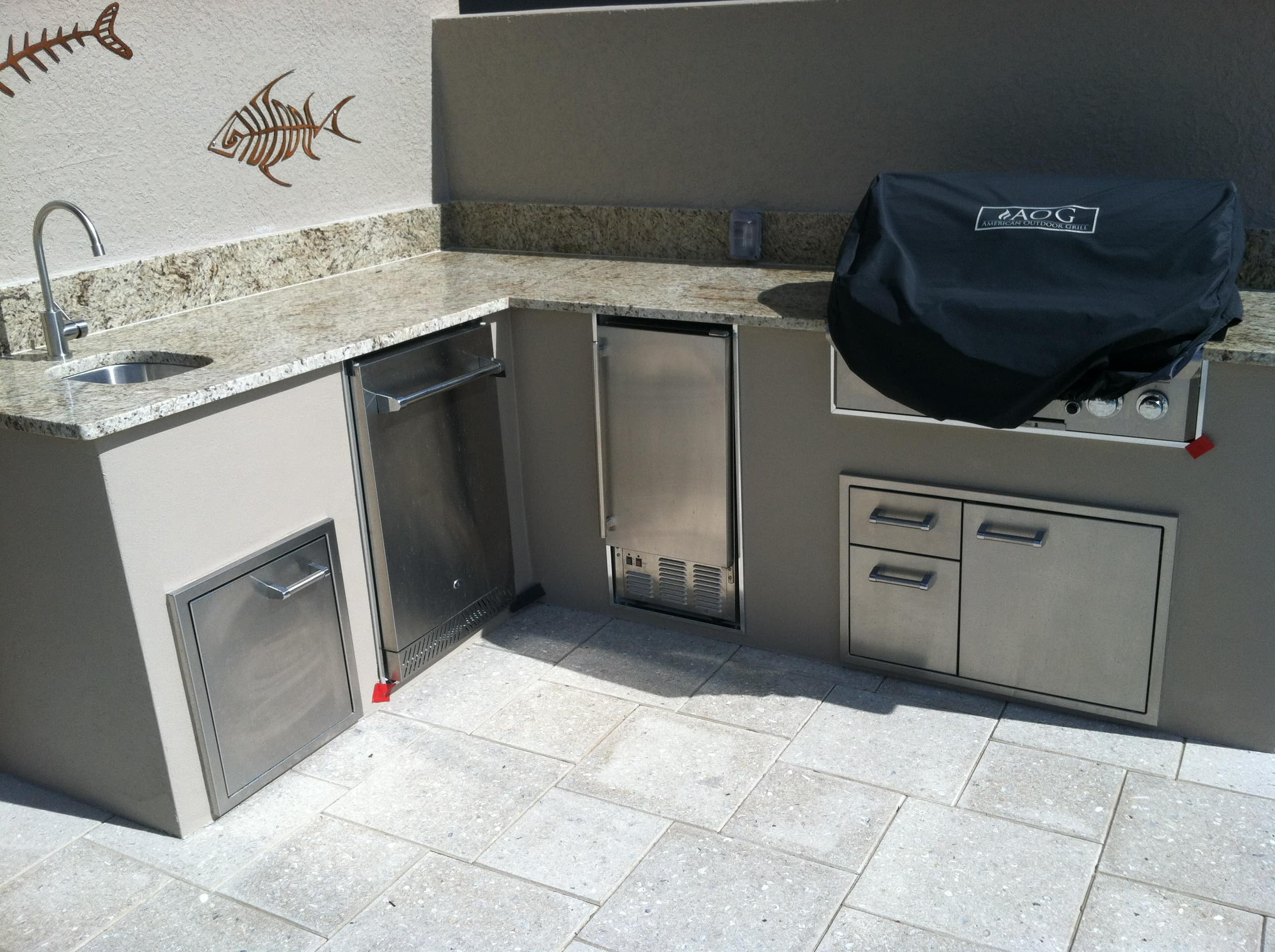 grey stucco outdoor kitchen