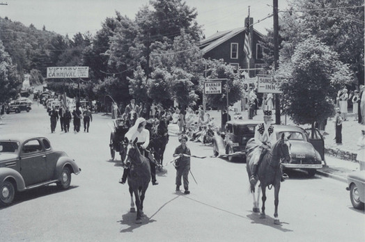 downtown_1945_parade_horse_victorycarniv