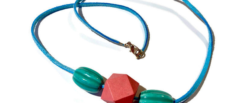 coral pink / green ridged bead necklace