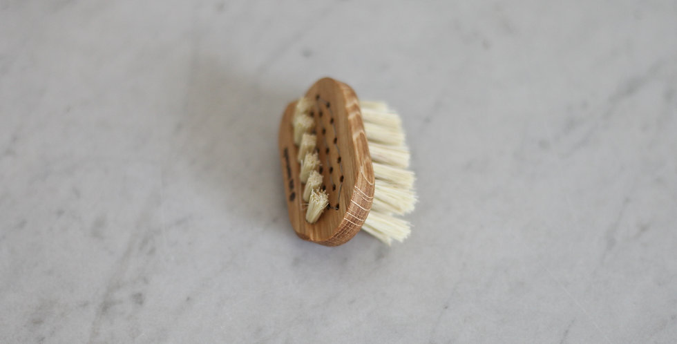 oak nail brush