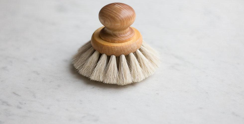 Swedish dish brush with round knob