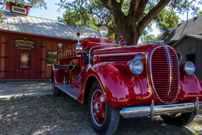 Vintage 1938 Fire Truck_4368.jpg