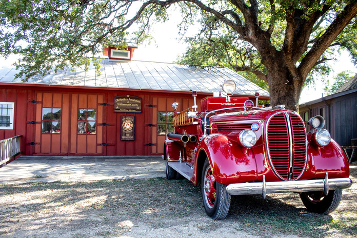 Vintage 1938 Fire Truck_4372.jpg