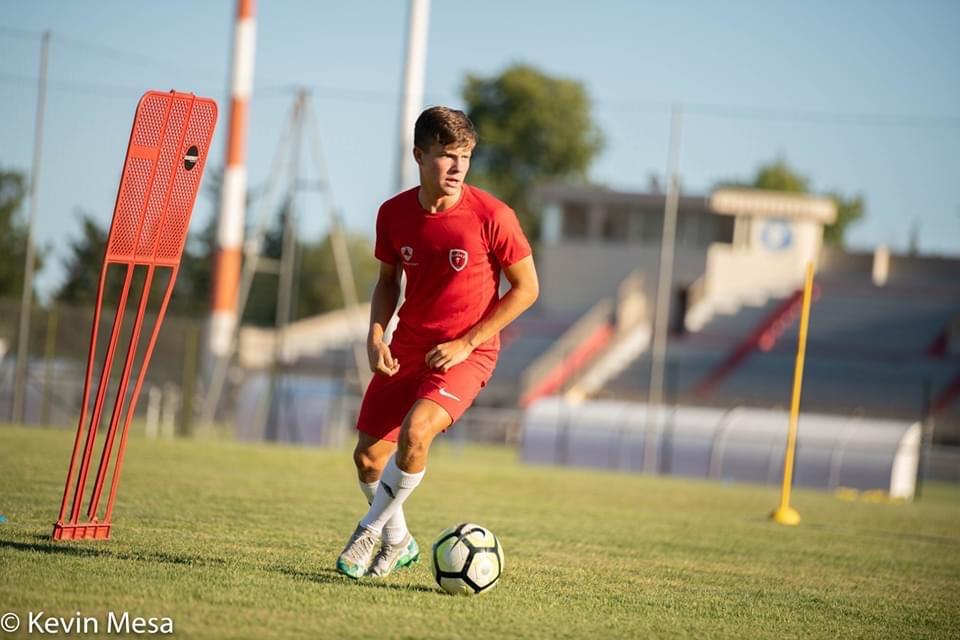 Evan Cesa, Training