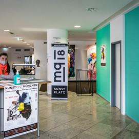 Eingang IDENTITES Ausstellung
