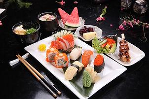 05_Nigiri Sushi & Sashimi Set.JPG
