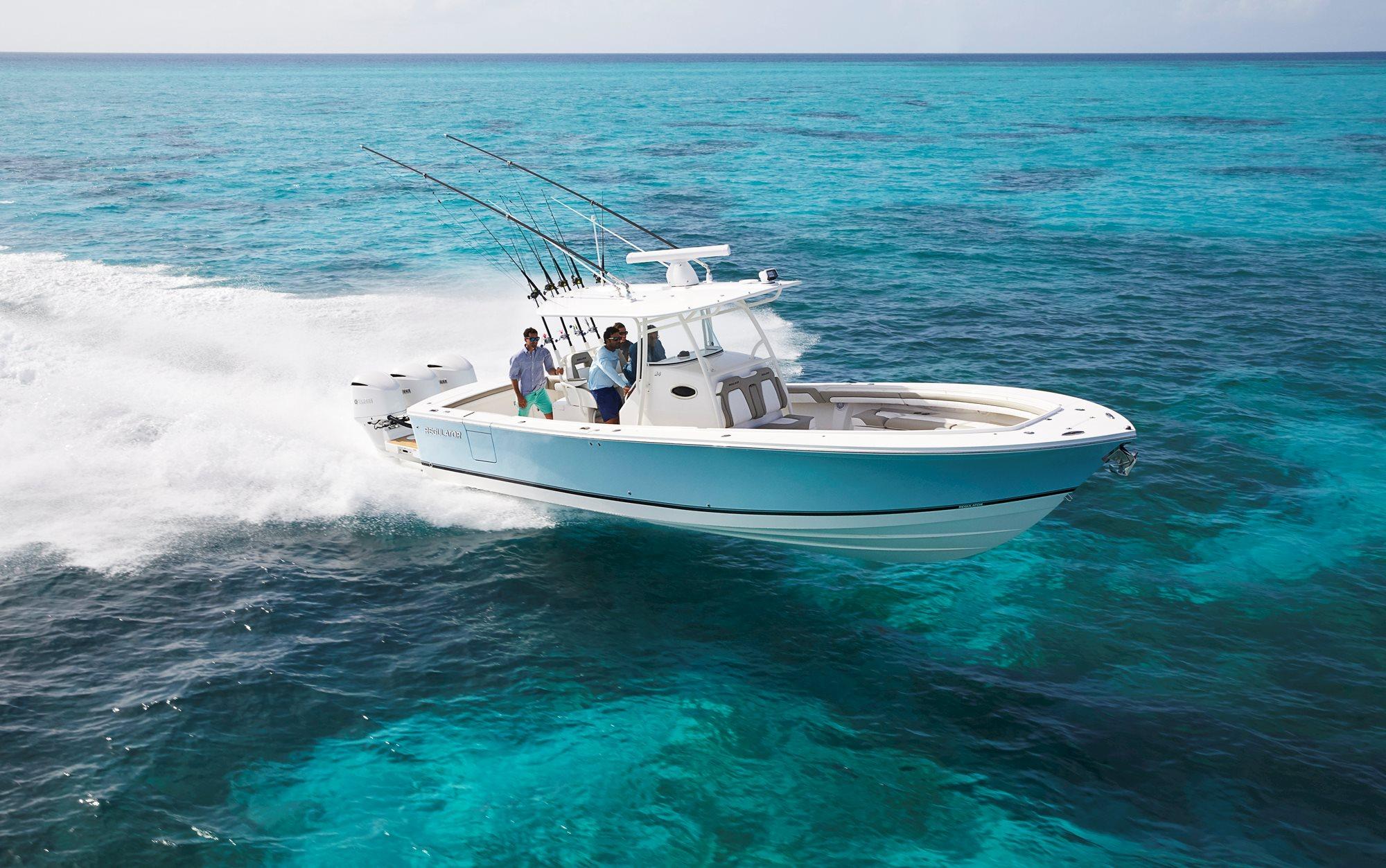 34-regulator-center-console-boat-running
