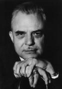 Photo de Milton Erickson, inventeur de l'hypnose moderne. Comment utiliser l'hypnose ericksonienne chez soi et sans stress ? Un nouveau mode de pensées est possible grâce aux audiocaments et au Psio !