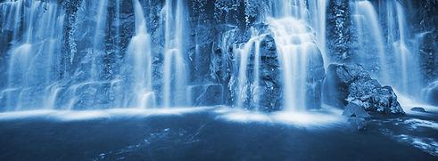 Image de cascade d'une eau propre biocompatible, belle et dynamique mais également très agréable à boire... Comment améliorer enfin la qualité de son eau ? Le plus grand choix de solutions de filtration et de dynamisation avec solutionsbio.ch