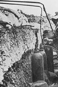 Utilisation du chlore en tant que gaz de combat par les allemands durant la première guerre mondiale.